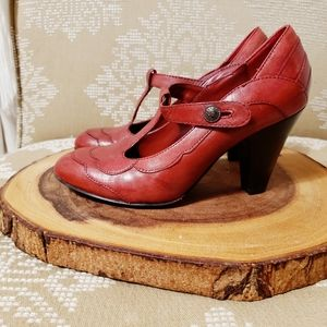 GREENWICH VILLAGE | LEATHER MARY JANE HEELS RED